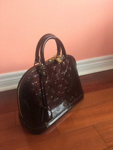 100% genuine Louis Vuitton ALMA PM handbag like brand new
