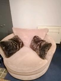 Snuggle swivel tub chair
