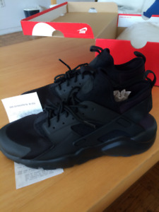 Nike Air Huarache Run Ultra (Size 11) triple black
