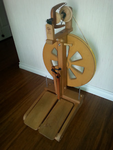 Kiwi spinning wheel and loads of extras