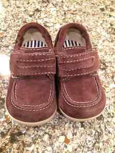 Boys Robeez Shoes - Size 6-9 mths