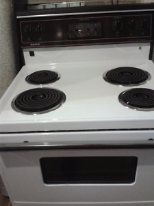 Admiral white 4 element full size stove- Clean
