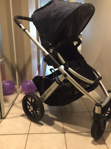 Mint condition UPPABABY Vista Navy Blue Stroller + Bassinet