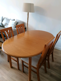 Extendable wooden table with 4 chairs