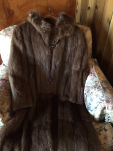 Ladies Fur Coat And Hat Fits a large to extra large