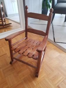 Chaise berçante modèle pour enfant