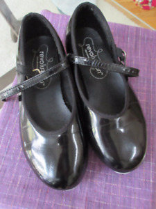 Girls black patent leather tap shoes - Size 1 Revolution.