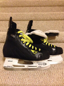 Boys Hockey Skates - Size 3.5R