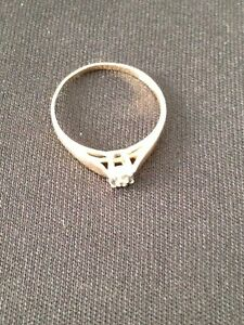 10 K Gold RIng with Diamond accent London Ontario image 2
