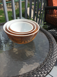 Vintage Pyrex 3 pc Nesting Mixing Bowl Set Old Orchard by Cornin