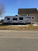 2013 27' Prowler bunkhouse