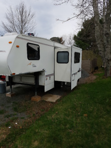 Shasta 5th Wheel Camper with Slide Out for Sale