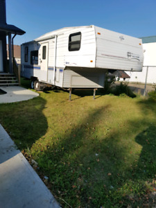1995 terry 25 foot 5th wheel trailer. Trades or $2500 Firm