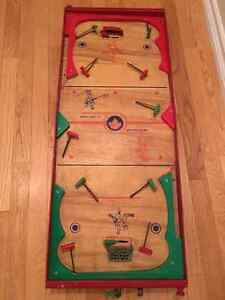 MUNRO VINTAGE NATIONAL 6 MAN HOCKEY TABLE TOP GAME
