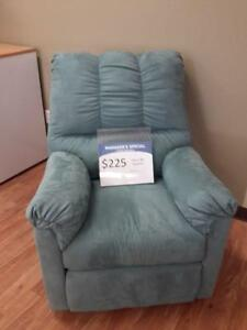 *** USED *** ASHLEY DARCY SKY RECLINER   S/N:51258968   #STORE943