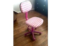 Swivel desk chair in Pink