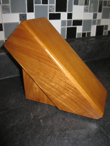SOLID WOOD 6 - KNIFE BLOCK ... EXCELLENT CONDITION!