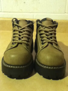 Women's Bata Hiking Boots Size 6 London Ontario image 5
