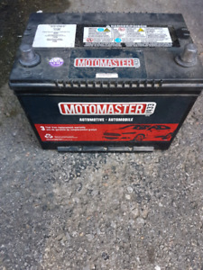 Motomaster Top Post Battery