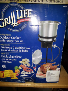 Grill Life outdoor cooker with turkey fryer kit (new in box)