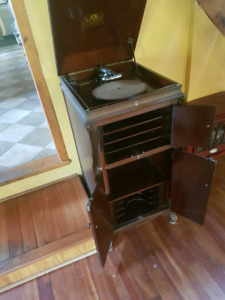 Victrola record player, great condition