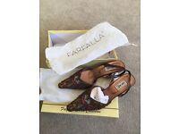 Stunning designer Farfalla shoes size 6 brown