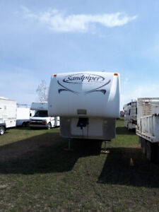 Sandpiper (Forest River) 29 ft. Fifth Wheel