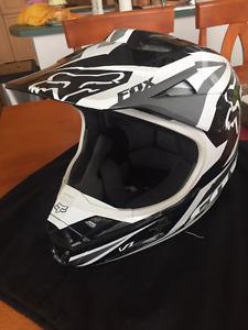 Fox Racing V1 Race Helmet (Black & White) - OBO