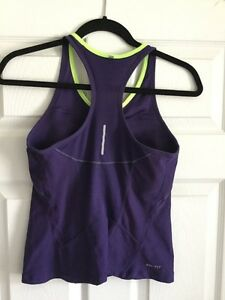 Lightly worn Nike workout tank( with light-med support bra) Windsor Region Ontario image 2