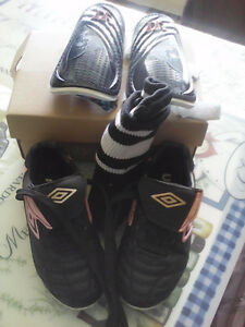 Kids Girl size 10 soccer cleats, shin pads and socks