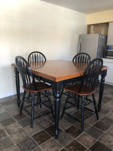 Pub Style Kitchen Table & Chairs