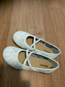 Shoes for sale. Size 33 (Europe)