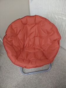 Beautiful Moon Chair in Great Condition $15