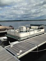 Legend pontoon boat - $6850