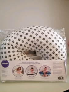 Nursing Pillow in Excellent Condition