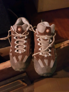 Merrell women's hiking shoes / boots
