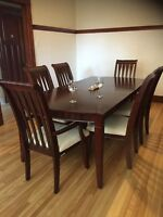 """Dining room table """" Great Condition"""""""