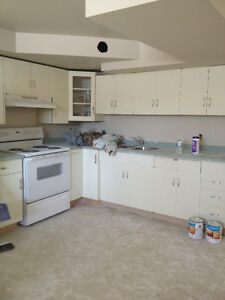 steps2BonnieDoonmall;2bdrm lower;bright;spacious;$1199w/Util