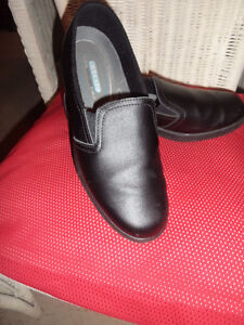 genuine leather black ladies shoes by Clinic.. super exc. cond.