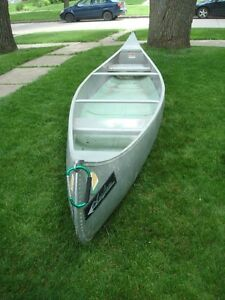 15 FOOT ALUMINIUM CANOE TANDEM CANOE , VERY GOOD CONDION