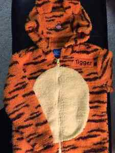 Tigger - 2 piece outfit (costume) Size 3X