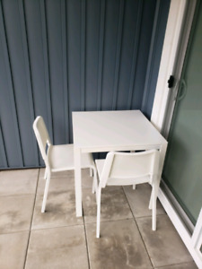 2 Dining Chairs with Dining Table