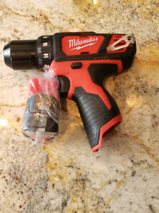 Milwaukee drill with battery