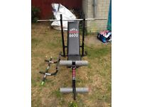 Weight bench inc barbell bar and pull up bar