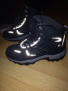Winter boots size 9 Windsor Region Ontario image 2