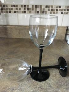 6 coupes à vin 15$