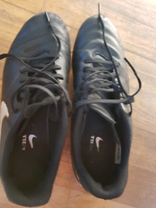 Tempo Nike soccer cleats size 7