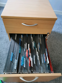 Filing cabinet with loads suspension files