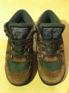 Kids Great Canadian Rugged Wear Hiking Boots Size 2 London Ontario image 4