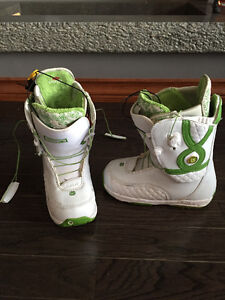 WOMENS BURTON SNOWBOARD BOOTS FOR SALE